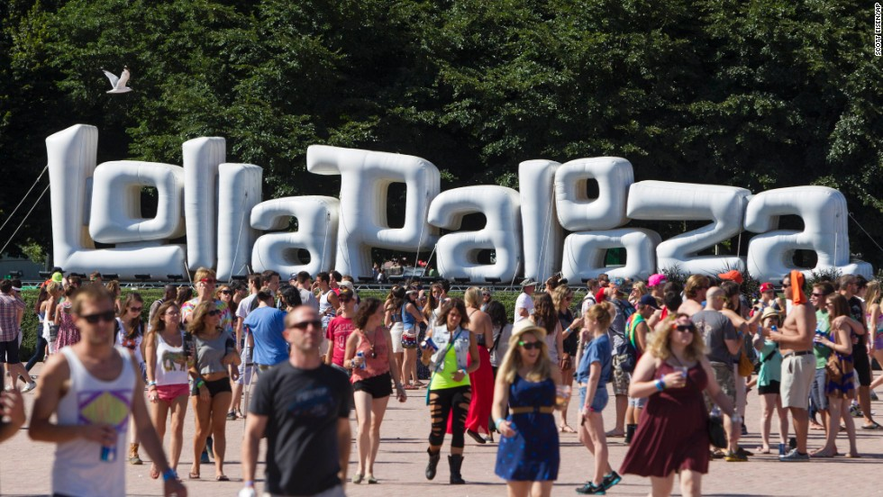 Festival attendees walk past a large Lollapalooza sign near the Buckingham Memorial Fountain on August 3.