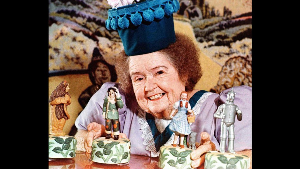 "<a href=""http://www.cnn.com/2013/08/07/showbiz/ent-munchkin-margaret-pelligrini-dead/index.html"">Margaret Pellegrini,</a> who played the flowerpot Munchkin and one of the sleepyhead kids in the classic film ""The Wizard of Oz,"" died at her home in Phoenix on Wednesday, August 7 after suffering a stroke, according to Ted Bulthaup, spokesman for the Munchkins. She was 89. Pellegrini was one of the last surviving Munchkins from the 1939 film."
