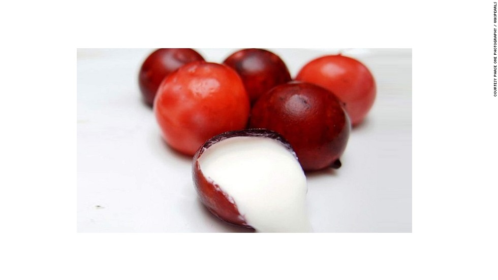 Wikipearl draws inspiration from the magic of grape skins and by doing so eliminates plastic from foods and beverages. The technology, called Wikicells, is a soft edible membrane made from calcium ions and natural foodstuff.