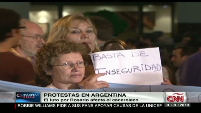 cnnee argentina pot banging protest _00020209.jpg