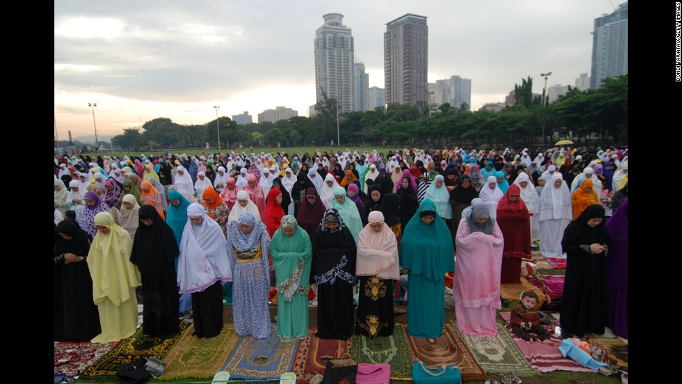 Filipino Muslim women pray at Rizal Park in Manila on August 8.
