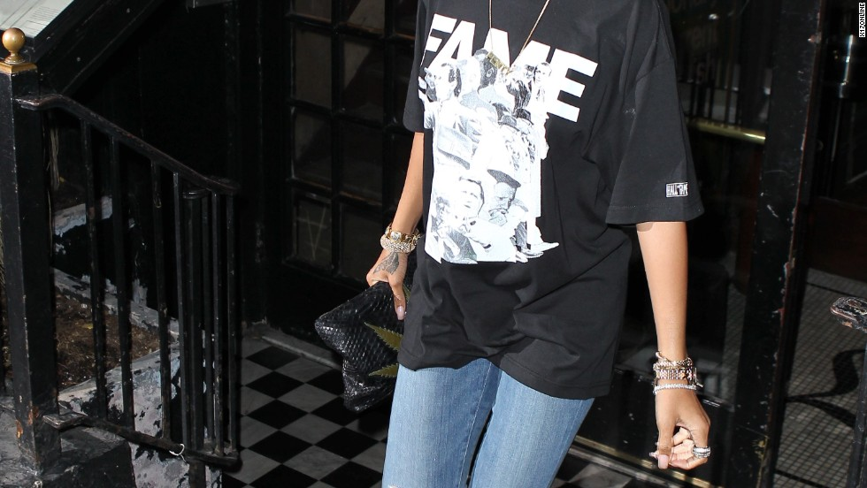 Rihanna keeps it casual while dining out in New York City on August 13.