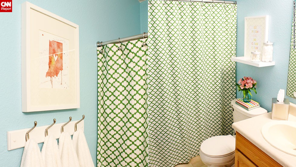"<a href=""http://ireport.cnn.com/docs/DOC-1019616"">Chelsea McDonnough's </a>budget-friendly <a href=""http://www.twotwentyone.net/"" target=""_blank"">guest bathroom</a>."