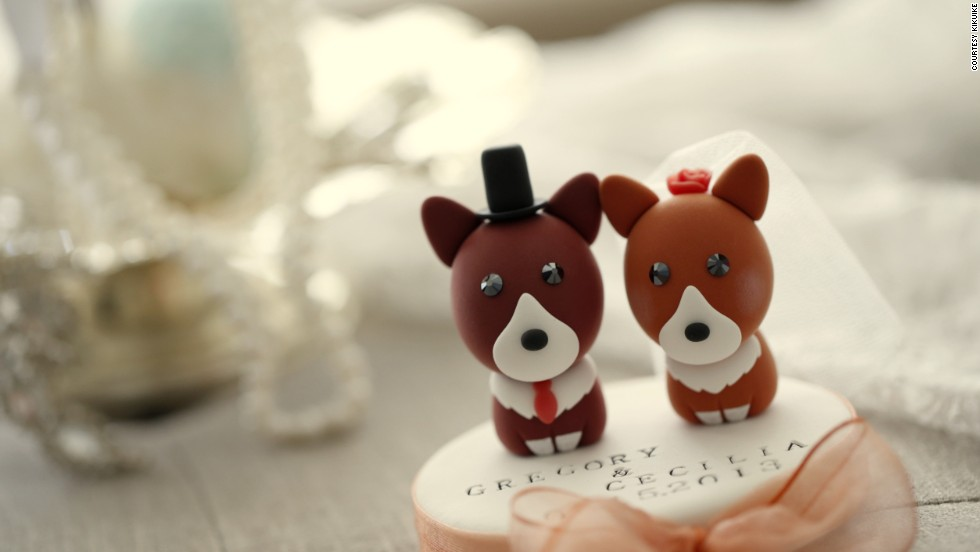 "Cake toppers, like these Welsh Corgis from""<a href=""https://www.etsy.com/shop/kikuike?ref=si_shop"" target=""_blank"">KIKUIKE</a>"" help declare the happy couple's love for their pets."