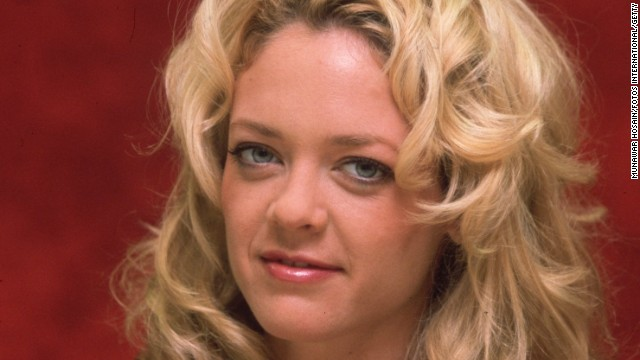 12th April 2000: Headshot studio portrait of American actor Lisa Robin Kelly, wearing a fuchsia blouse with a ruffled neckline, sitting in front of a red backdrop, Beverly Hills, California. (Photo by Munawar Hosain/Fotos International/Getty Images)