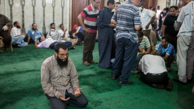 Clashes, gunfire outside Cairo mosque