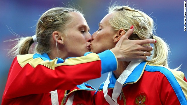 Yulia Gushchina and Kseniya Ryzhiva exchange a kiss after winning gold for Russia in the women's 4x400m at the world championships.