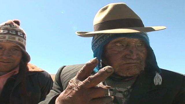 cnnee pkg bolivia the oldest man alive _00012311.jpg