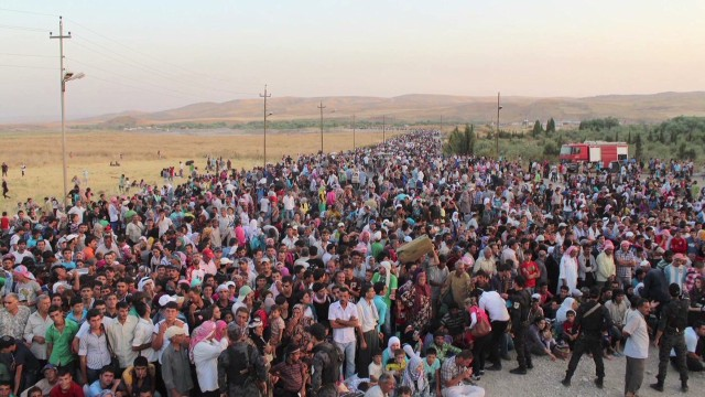 Syrian refugees flee into northern Iraq