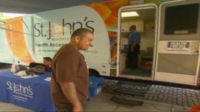 cnnee hurtado us la mobile clinic for ex gang members _00000310.jpg