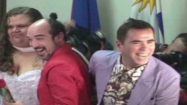 cnnee klein uruguay first gay marriage_00004116.jpg
