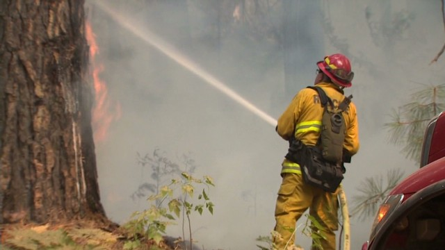 Fire crews fight to save Yosemite
