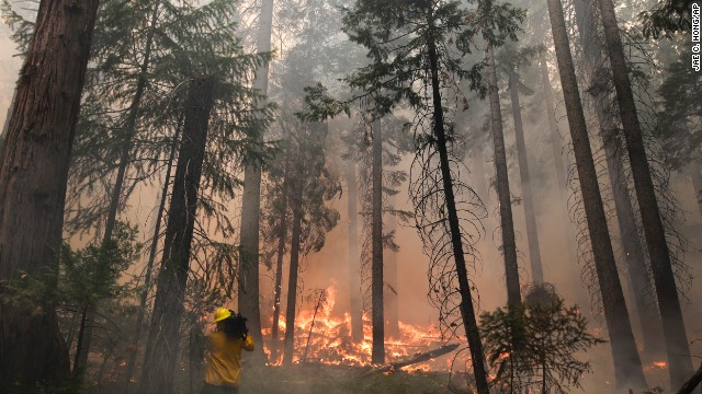 Massive wildfire threatens Yosemite