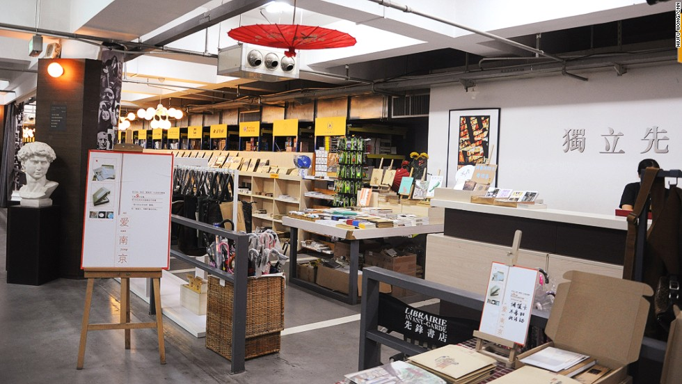 Librairie Avant-Garde includes a creative workshop where local designs are sold. Some compare Librairie Avant-Garde's diversified cultural experience to the Taiwanese creative book shop, Eslite.