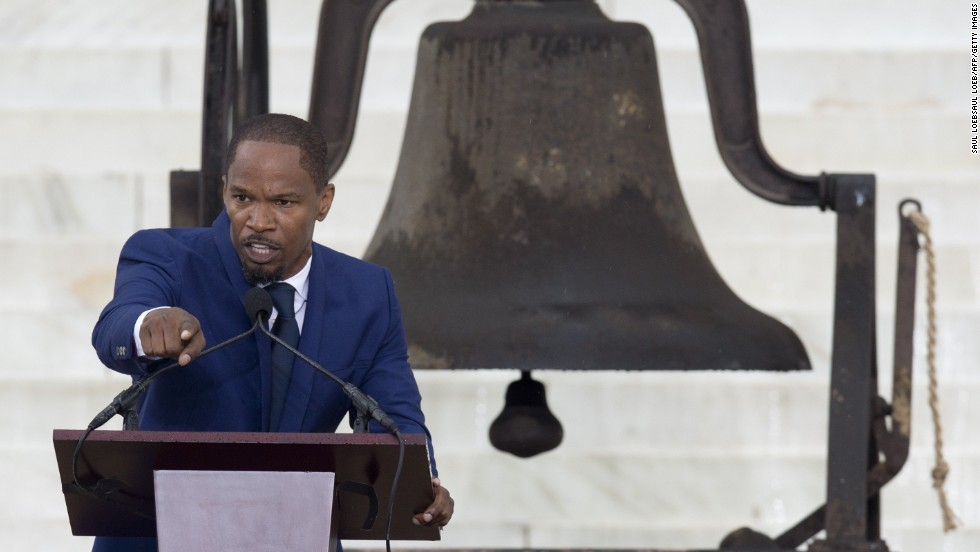 Actor Jamie Foxx speaks to the thousands of people gathered on the mall.