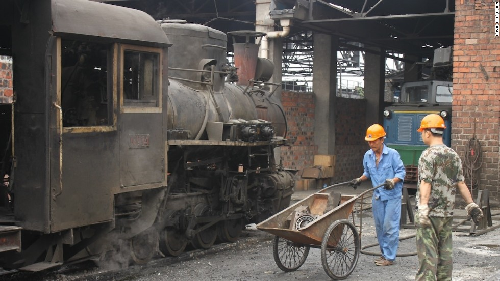 All trains are powered by one of six working steam engines that are housed and serviced in Shibanxi.