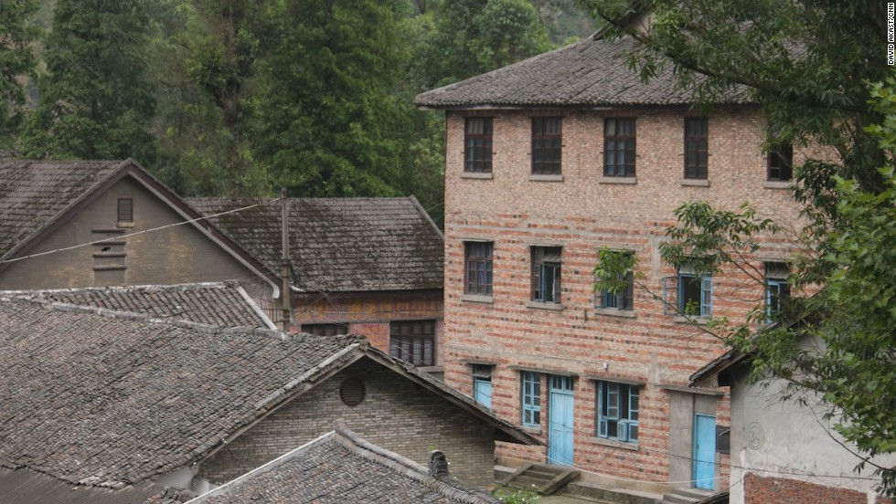With its empty buildings in terrible conditions, Bagou is a town frozen in time. Tourism may help revive it.