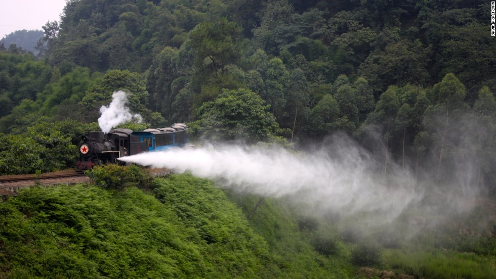 A chartered tourist train lets off steam at the Jiaoba Curve. The Jiayang Railway makes a great addition to the well-established local itinerary of Emei Mountain and Leshan Big Buddha.