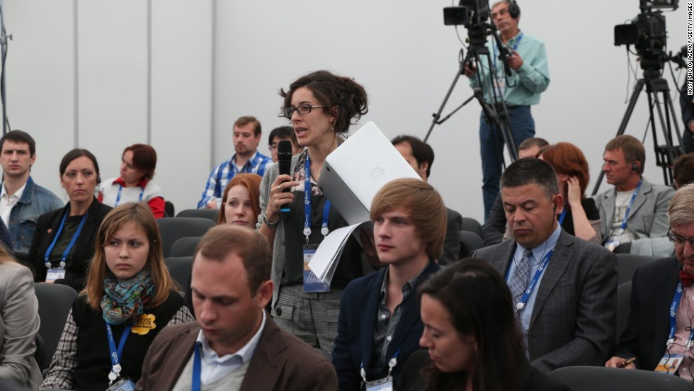 Journalists ask questions during a briefing at the G-20 summit on September 5 in St. Petersburg.