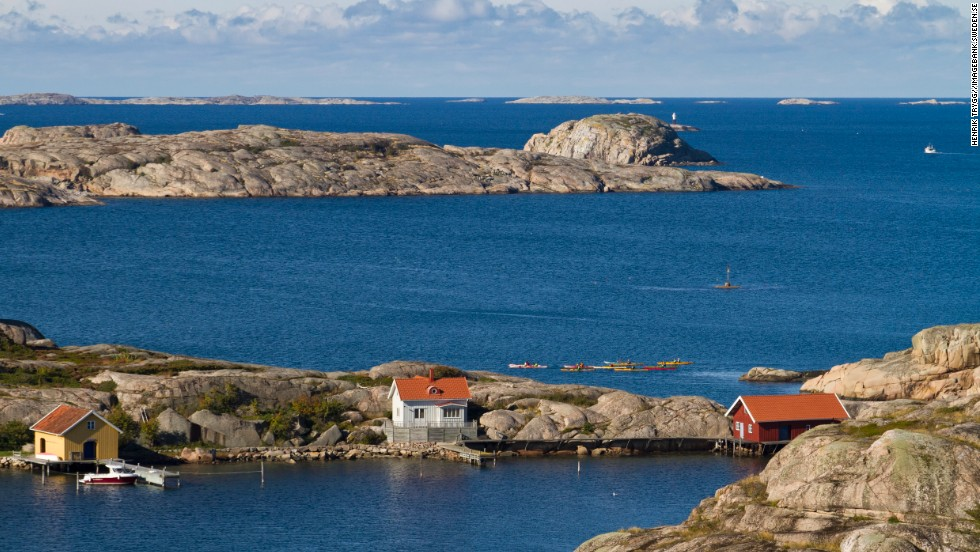 The Weather Islands (Väderöarna), Sweden's most westerly, are another popular kayaking location. They tend to be the warmest of the Bohuslän bunch, which may be partly what draws so many seals here. The large islands of Orust and Tjörn also pull in visitors.