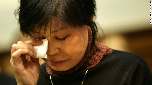 Gao Qin Sheng, Shi Tao's mother, cries during the U.S. hearing in Washington on November 6, 2007.