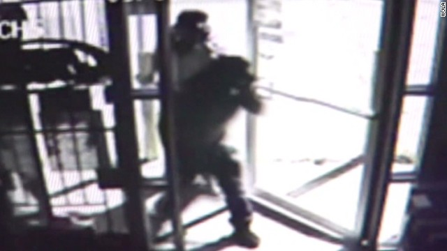 dnt liquor store robbed customers watch_00000306.jpg