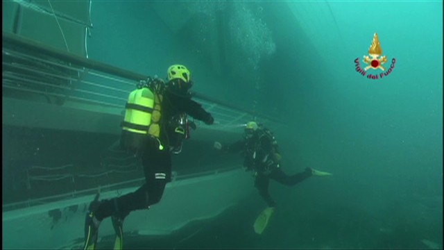 Concordia underwater: What divers see