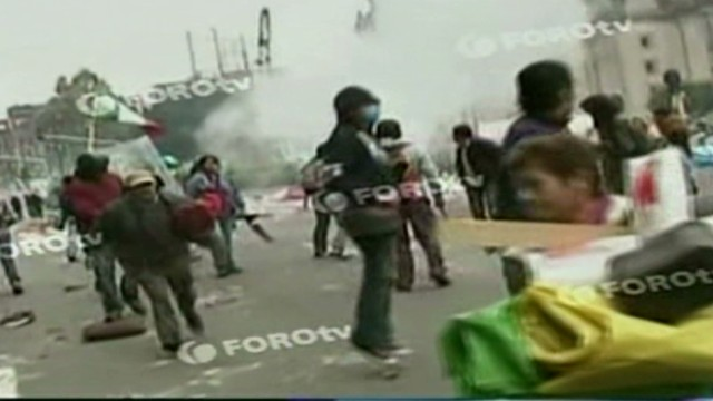 cnnee zocalo tension protest _00004414.jpg