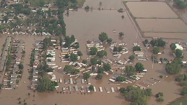 Colorado residents battle flooding