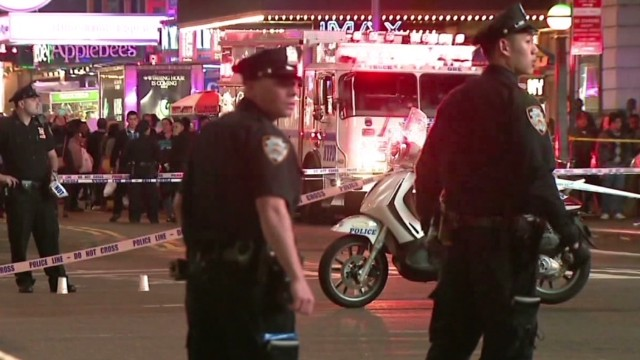 Cops hit bystanders in New York