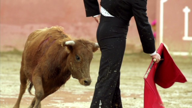 Bourdain watches bullfighting in Spain