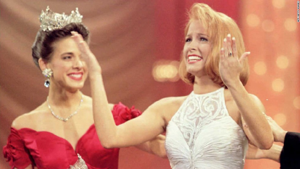 Miss Oklahoma, Shawntel Smith, right, reacts after she wins Miss America 1996 title, during the 75th Anniversary of the Miss America Pageant.