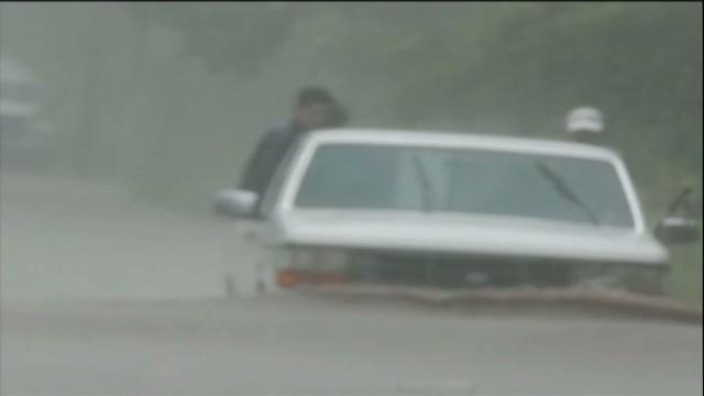 cnnee rodriguez mexico storms manuel ingrid_00015401.jpg