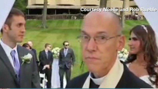 See cringe-worthy wedding moment