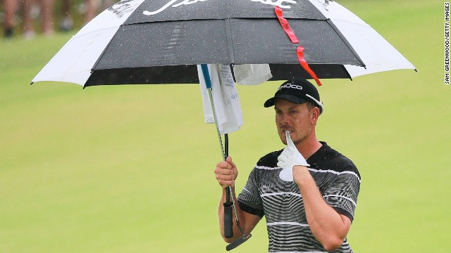 Tour Championship leader Henrik Stenson struggled to cope as wet weather hit the field during Saturday's third round.