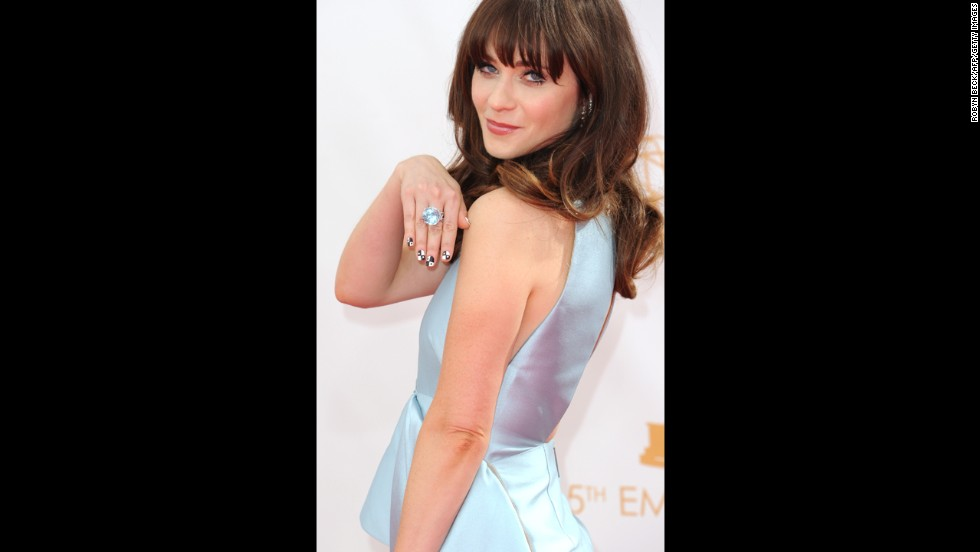 """New Girl"" star Zooey Deschanel didn't take home a trophy, but she did have on plenty of bling."