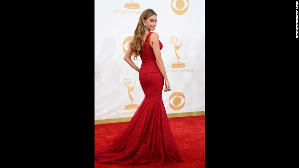 """Modern Family"" star Sofía Vergara looks stunning in a red dress."