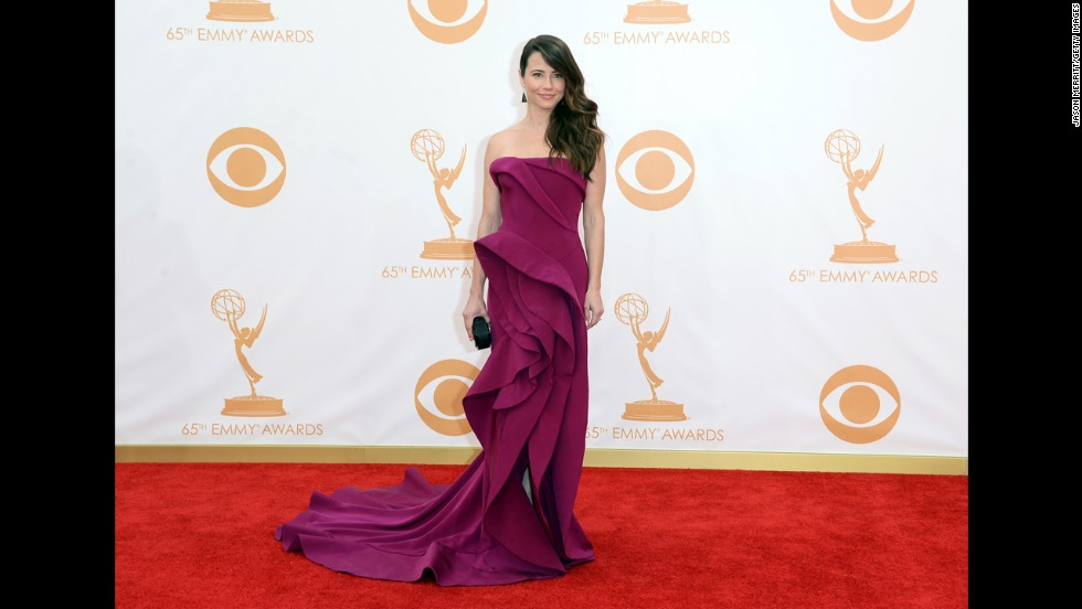 """""""Mad Men"""" actress Linda Cardellini was nominated for outstanding guest actress in a drama series. She lost to """"The Good Wife's"""" Carrie Preston."""