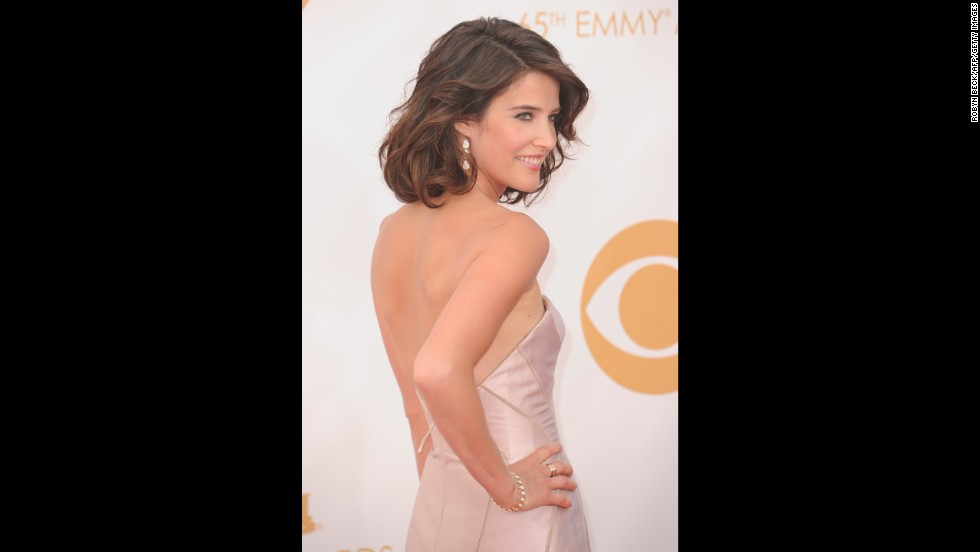 """How I Met Your Mother"" actress Cobie Smulders wears a backless gown."