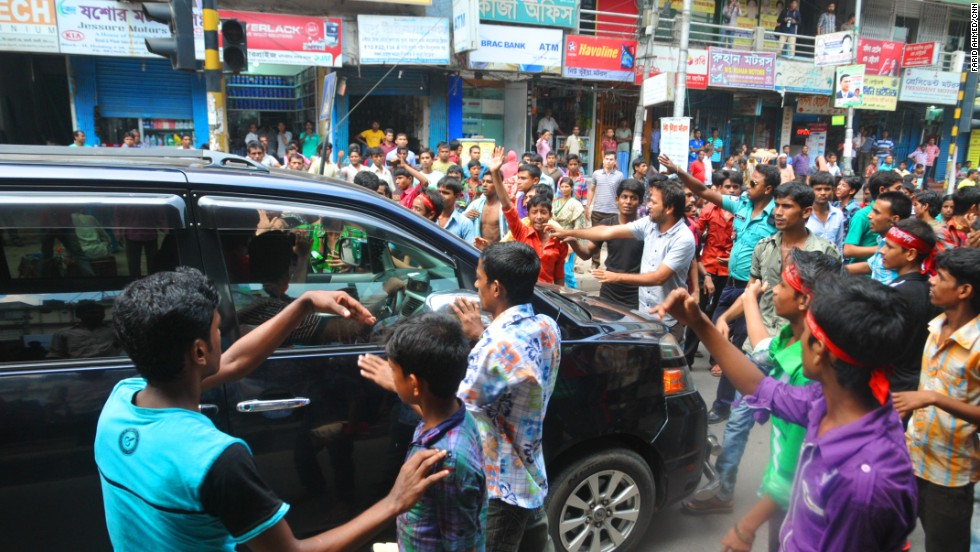 Protesters stop a vehicle in Gazipur.