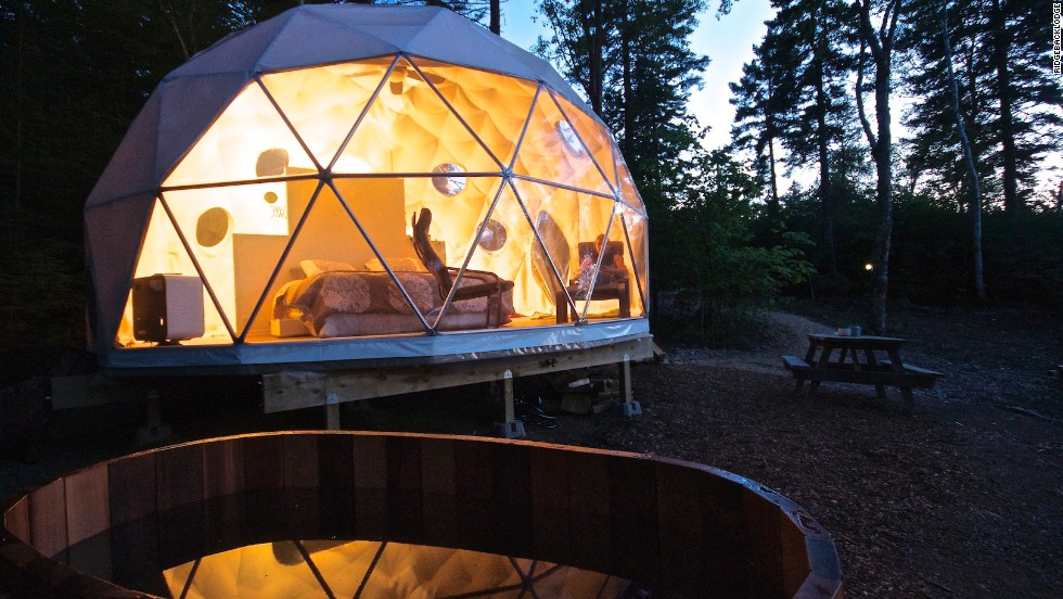 The Dream Domes in New Brunswick are semi-transparent and provide spectacular views of the surrounding forest. Large terraces with wood-fired hot tubs are highlights.
