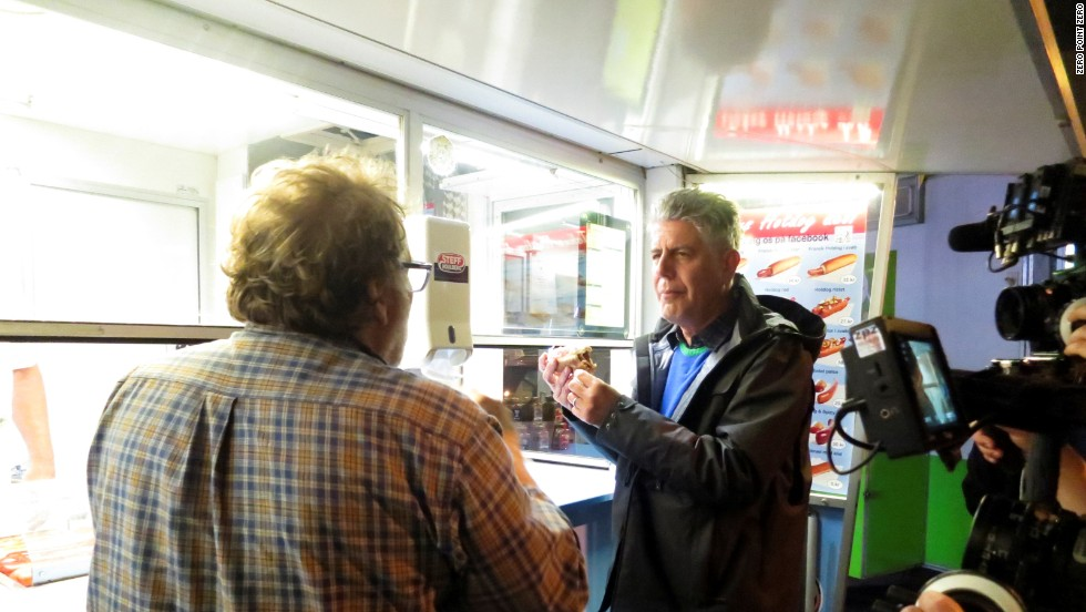 Niels and Bourdain head for the locals' favorite late-night snack -- a post-partying hot dog.