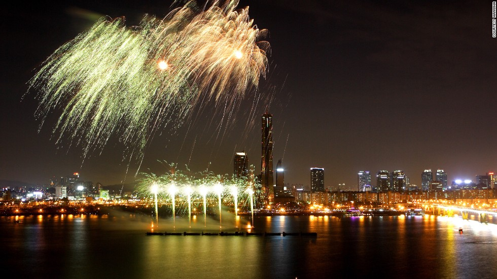A total of 100,000 fireworks will be set off in the span of two hours on Saturday night in Yeouido, one of the city's business and media epicenters.
