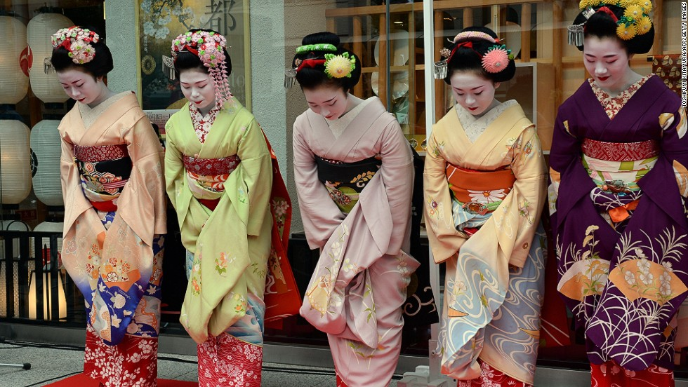 A maiko's hairstyle varies according to how many years of training she has received.