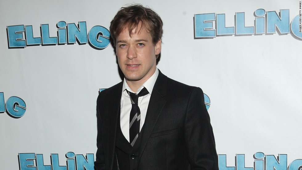 "<a href=""http://www.people.com/people/article/0,,20742796,00.html"" target=""_blank"">According to People,</a> former ""Grey's Anatomy"" star T.R. Knight married Patrick Leahy, his boyfriend of three years, in October 2013."