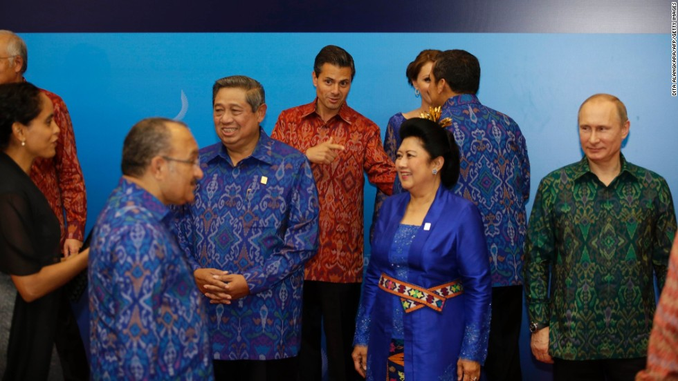For their get-together in Bali in 2013 APEC leaders and their partners were given clothing made from traditional Balinese woven endek, stitched together by a Chinese tailor in Jakarta.