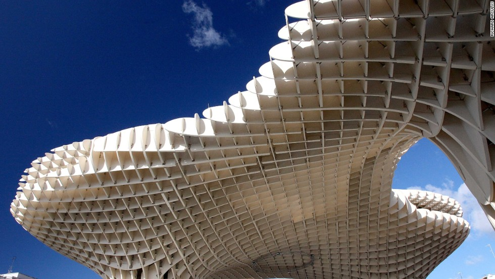 The Metropol Parasol is one of the world's largest wooden structures. Located in Seville, Spain, it stands in stark contrast to the city's historical and urban environment. Its architect, J. Mayer H., received the Red Dot Design Award in 2012 for its sophisticated design.<strong>Architect</strong>: J. Mayer H.