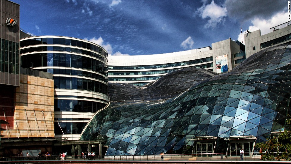 Golden Terraces is a complex of buildings and is part of Warsaw's most expensive real estate project to date. The shopping center has a glass roof that consists of 4,700 separate glass elements and extends in the form of a wave over the complex.<strong>Architect</strong>: The Jerde Partnership