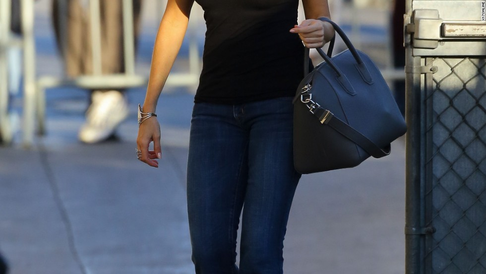 "Sofia Vergara hustles to the set of ""Jimmy Kimmel Live"" on October 7."