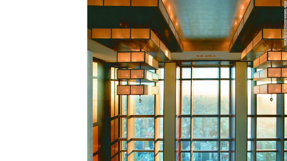 This lobby boasts sky-high views and a 360-degree lookout over the Tokyo skyline.